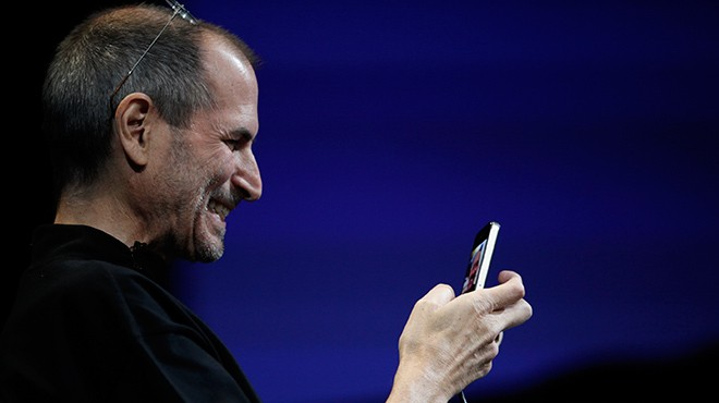 steve-jobs-happy-iphone-users